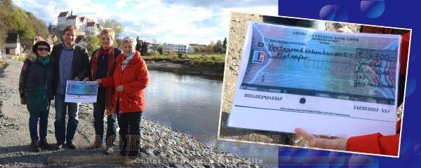 Landfrauenverein übergibt Spendenscheck