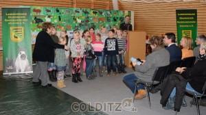 Der Kinderchor der Grundschule Hausdorf bringt den Gästen ein kleines Ständchen
