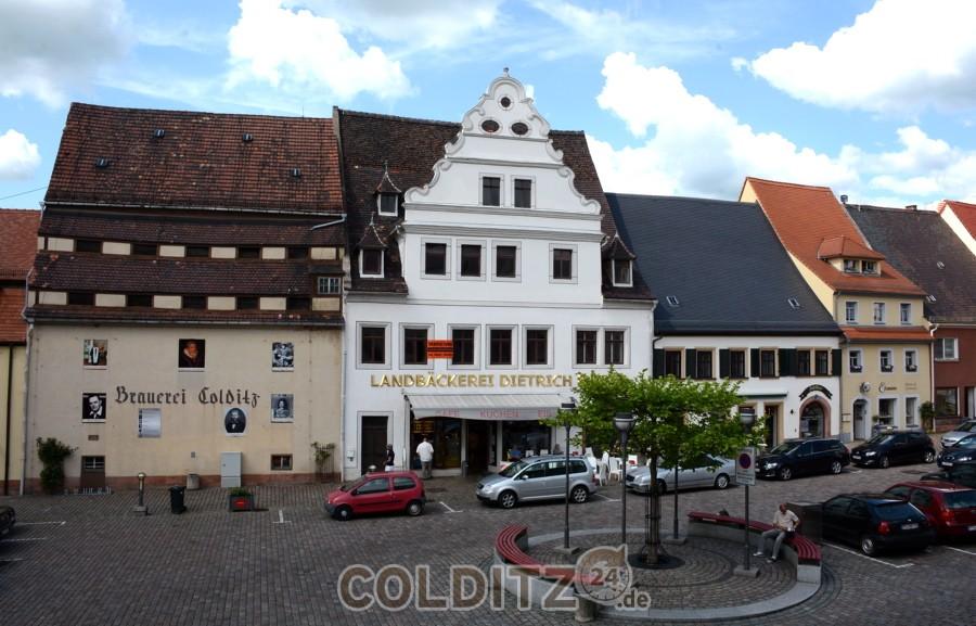 Markt 12 + 13, der alte Brauereispeicher (links)