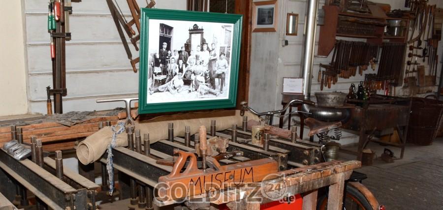 Christof Schneider lädt in sein Tischlerei-Museum ein