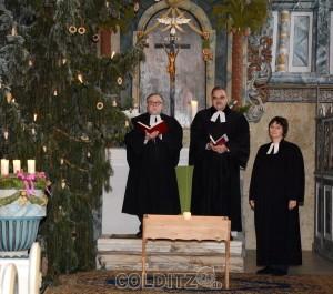 Superintendent M. Weismann (li), Pfarrer Dr. M. Beyer und Pfarrerin D. Schanz vor dem Altar