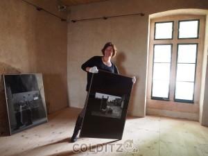 Steffi Robak beim Aufbau (Foto: Olga Scheck)