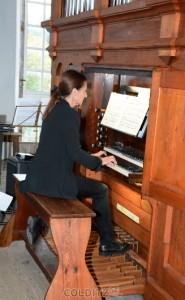 Annegret Heise an der Orgel