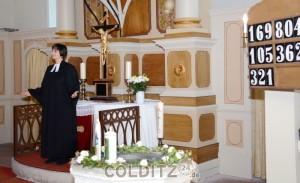 Pfarrerin Dorothea Schanz bei der Predigt