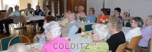 Gespannt lauschen die Senioren...