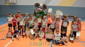 38 Kinder nach der Siegerehrung