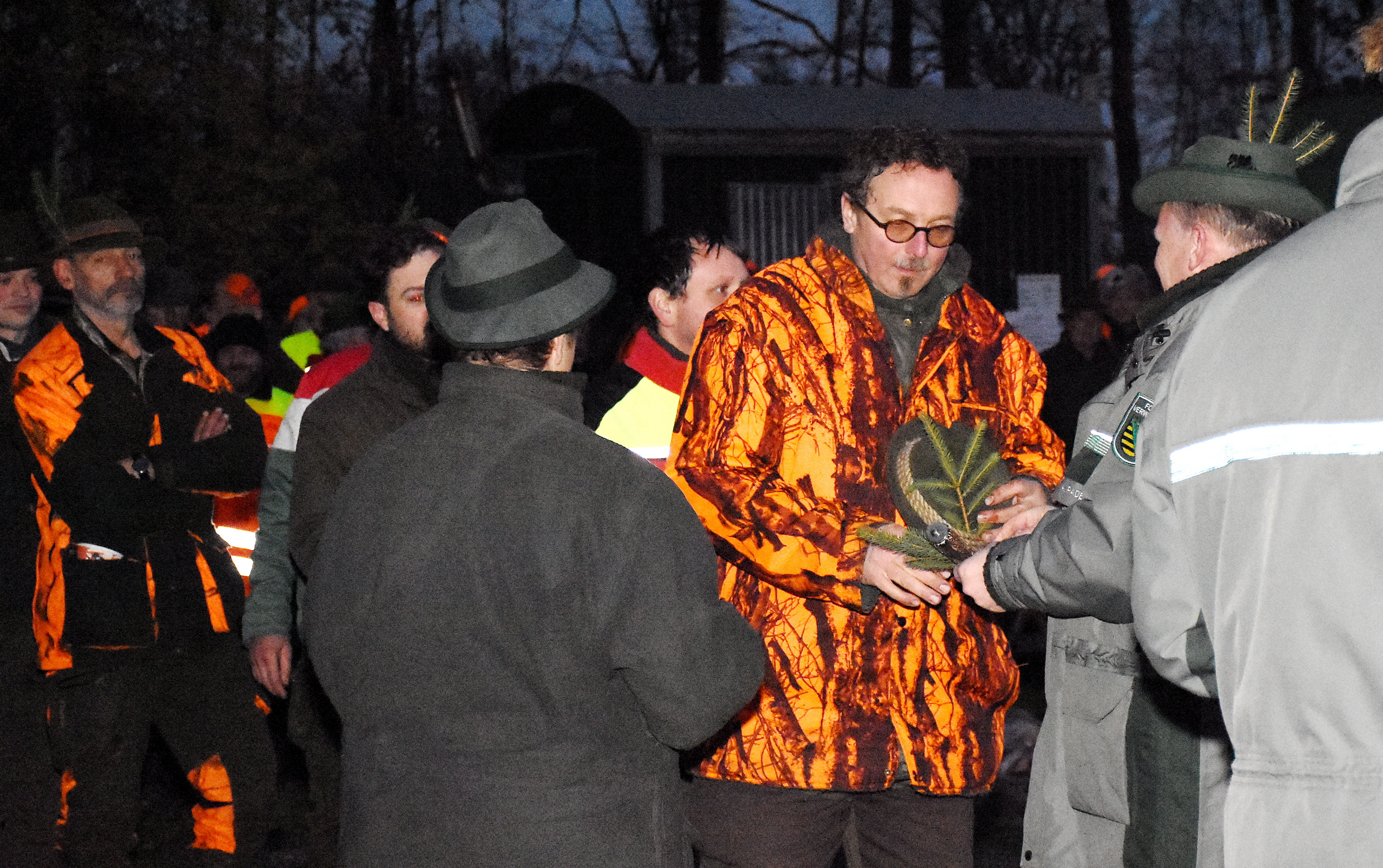 Ein Reisigzweig für den Jäger - ein traditionelles Ritual