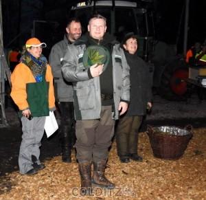 Andreas Padberg Ltr. Sachsenforst-Bezirk Leipzig und die beiden RF Barbara Kotschmar und Falkhard Dau nehmen den weidmännischen Abschluss vor
