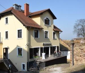 Der Schlosswächter mit Außensitz und Blick auf´s Schloss
