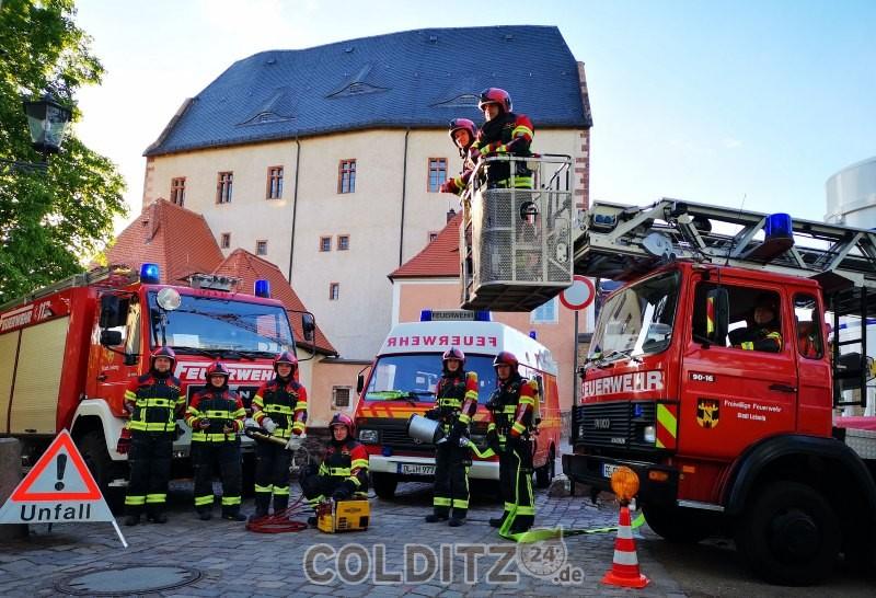 Die Leisniger Feuerwehr vor der Burg Mildenstein
