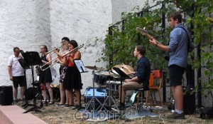 Musikalische Begleitung des Labyrinth-Aufbaues