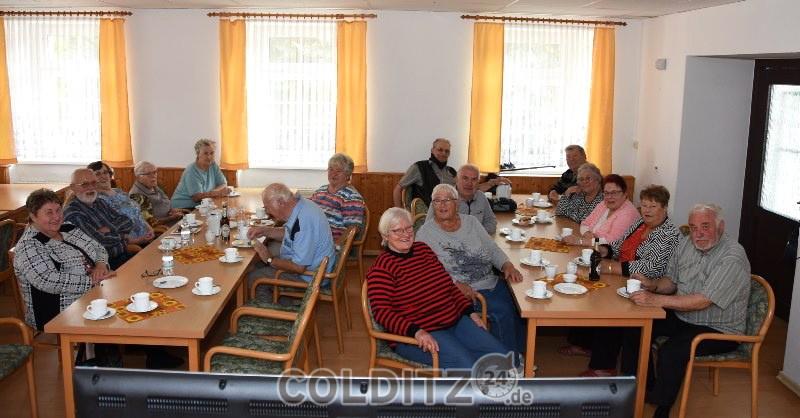 Erlbacher Senioren bei  Kaffee und Kuchen