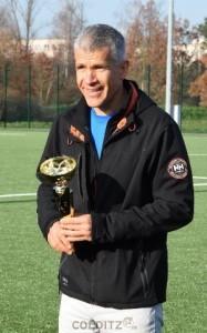 Grimmas Oberbürgermeister Matthias Berger mit dem Pokal