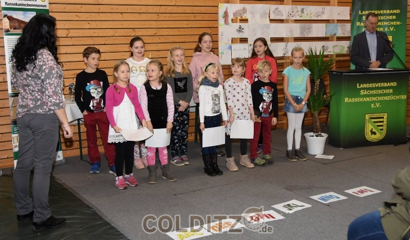 Kinder der Grundschule Hausdorf bei ihrem Auftritt
