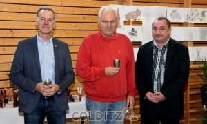 """Ein """"kleiner"""" Preis als Dankeschön an die Initiatoren Matthias Schirmer und Klaus Sedlaczek, überreicht von Jens Petzold"""