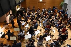Zwischen 12 und 20 Jahre alte Spitzenmusiker zur Generalprobe