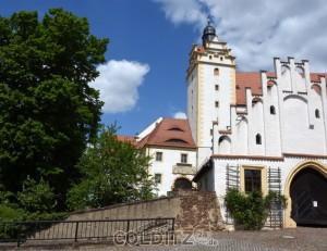 """Unmittelbar am """"Schlosswächter"""", der Eingang zum Schloss Colditz"""