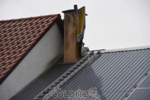 Der Schornstein wurde vom Blitz getroffen