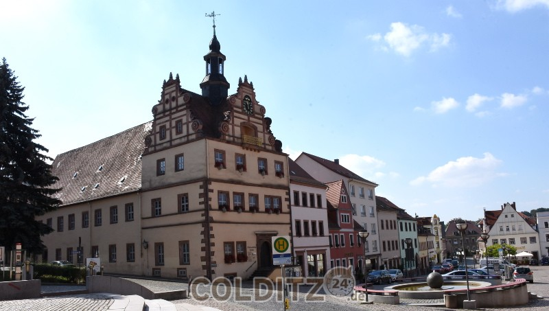 Der Markt mit seinem Renaissance-Rathaus