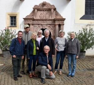 Der weltberühmte Rochlitzer Porphyr - davor britische Gäste (Colditz Society)