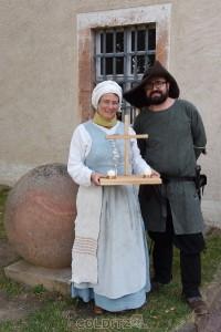 1. Magd Anja und Remo vor der Burgkapelle