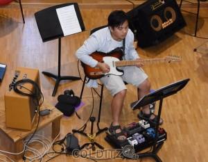 Eine kleine E-Gitarre und viel Technik