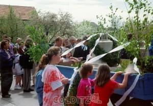 auch die Gäste bestaunen die beiden Glocken