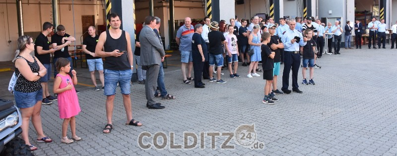 Große Ansammlung vor dem Colditzer Gerätehaus