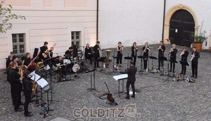 24 Jazz-Musiker geben ein tolles Konzert