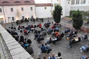 Das Jazz-Orchester zieht sich unter Beifall  zu einer kleinen Pause zurück